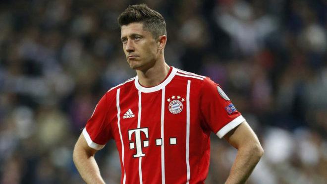 Lewandowski, cabizbajo tras la eliminación del Bayern.