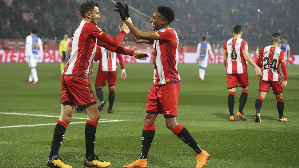 Stuani y Mojica celebran un gol conseguido con el Girona ante el...