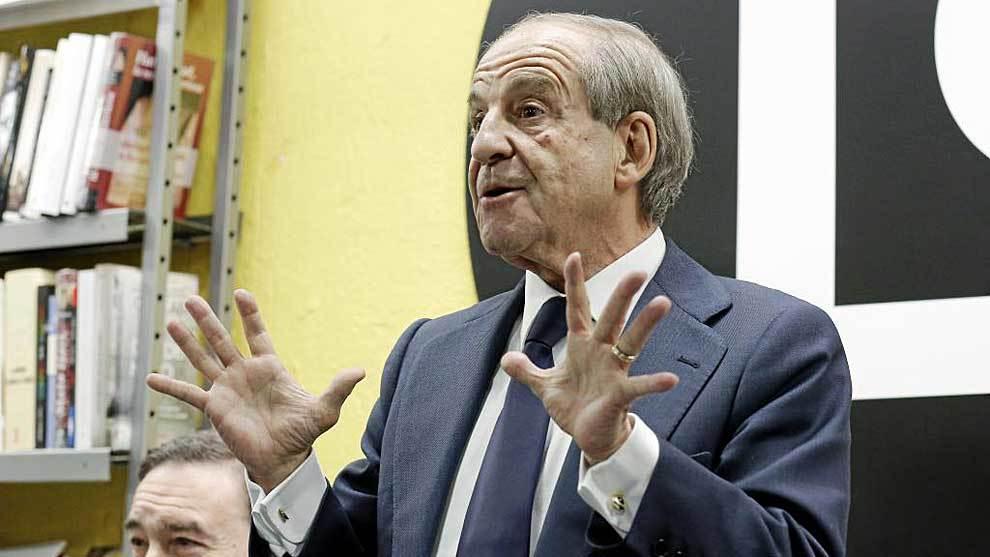José María García, durante el acto de presentación de un libro...