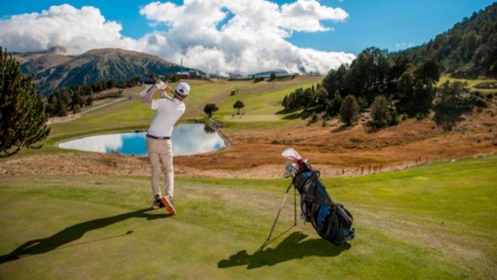 El Golf Soldeu cuenta con 9 hoyos - par 33 y una longitud de 2.590...