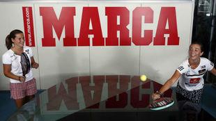 Ariana Sánchez y Marta Ortega en la redacción de MARCA.