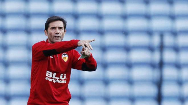 Marcelino en el estadio del Leicester.