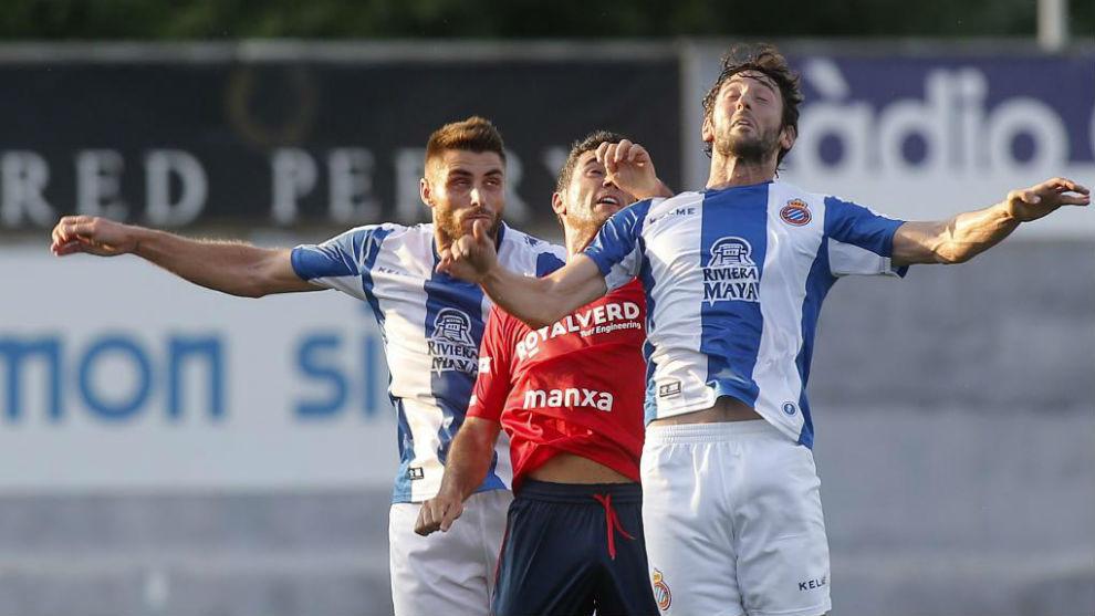 David López, junto a Granero, en una acción del amistoso contra el...