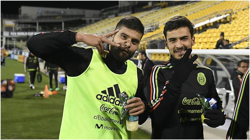 Araujo y Alanís, con la selección mexicana en un entrenamiento.