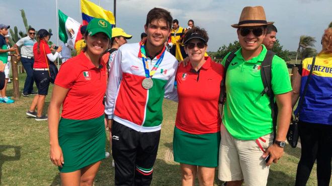 Pereda celebra su plata en Barranquilla.