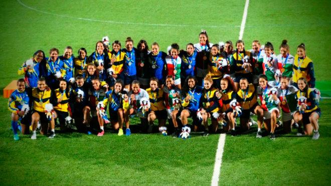 Hermosa postal  ala hora de la premiación del rugby femenil.