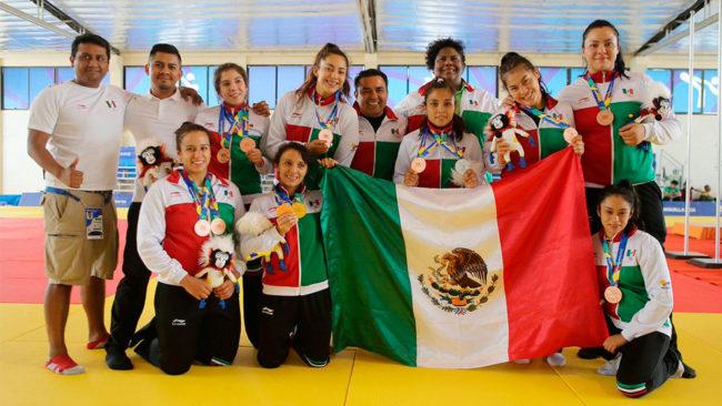 Así festejó el equipo mexicano de judo sus medallas en Barranquilla.