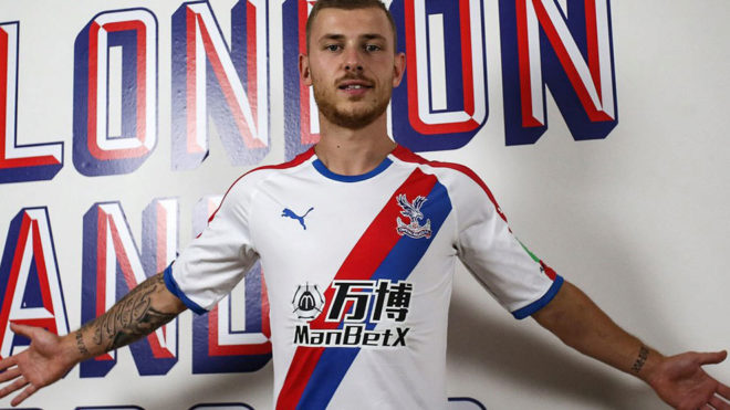 Meyer posa con la camiseta del Crystal Palace.