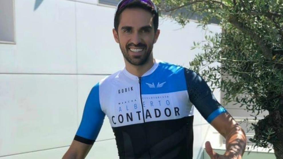 Alberto Contador, con el maillot de la Fundación.