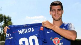 Morata posa con su nueva camiseta.