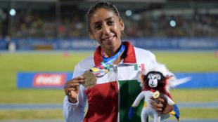 Narváez celebra su oro en Barranquilla.