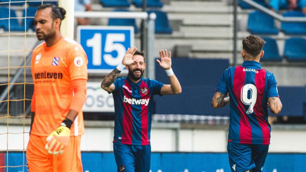 Morales y roger han sido los goleadores ante el Heerenveen
