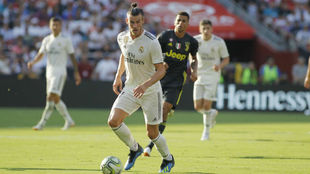 Bale controla un balón ante la Juventus.