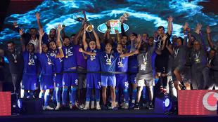 Los Dragones festejan el título de la Supercopa.