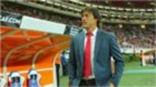 Almeyda, en un partido con Chivas.