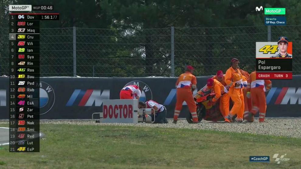 Pol Espargaró, atendido por las asistencias del circuito de Brno