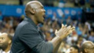 Michael Jordan, durante un partido de los Hornets.
