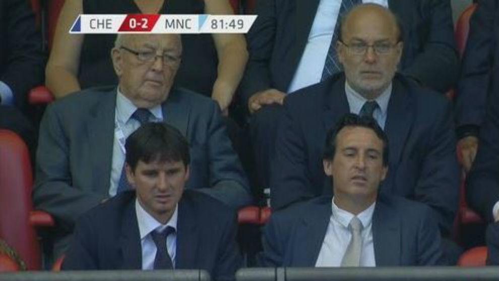 Unai Emery, junto a su asistente Pablo Villa en Wembley.