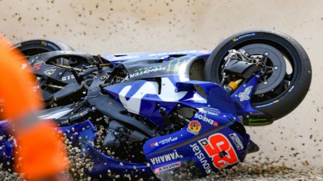 La Yamaha sobre la tierra, tras la caída de Viñales.
