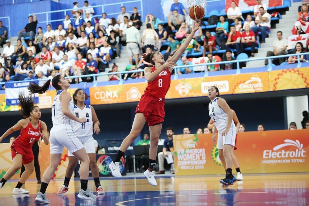 Niyah Becker anota dos puntos ante Chile.