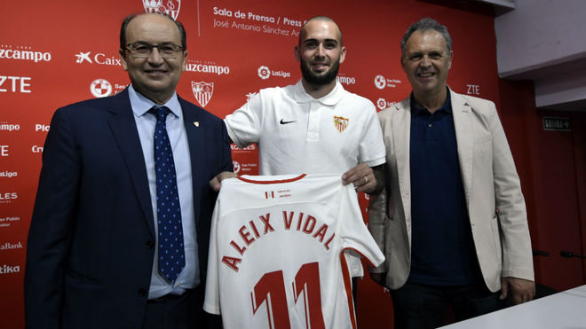 Castro y Caparrós, junto a Aleix Vidal.