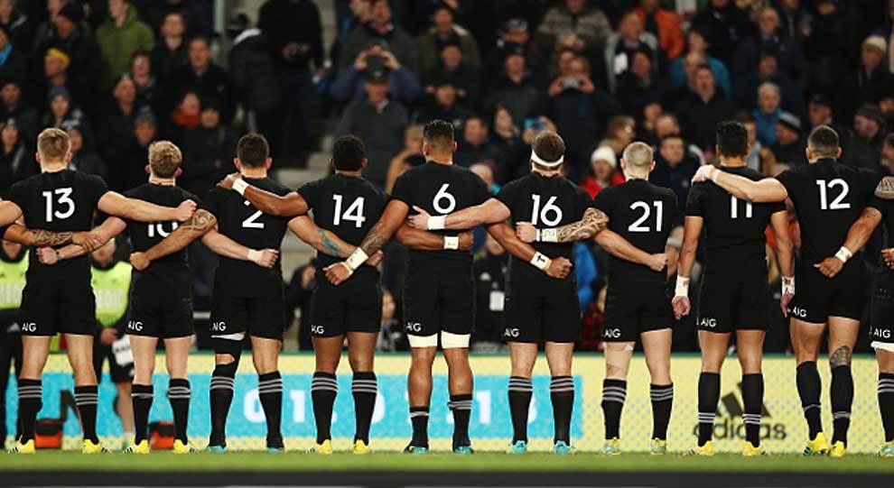 Una formación reciente de la selección de Nueva Zelanda de espaldas