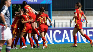 La selección española femenina sub 20, tras un gol de La Rojita