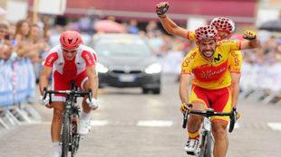 Ignacio Ávila y Joan Font, cruzando la línea de meta los primeros en...