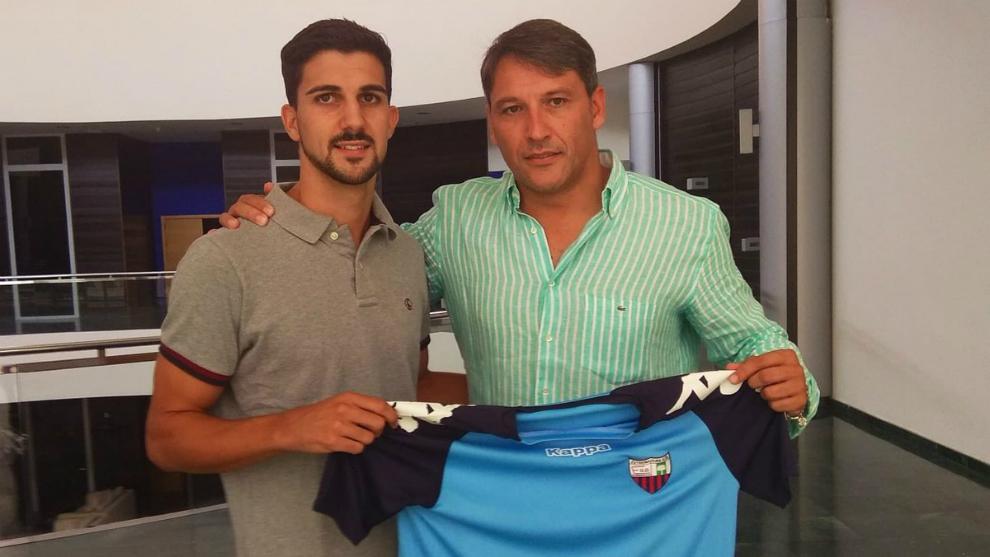 Pomares ya posa como jugador del Extremadura