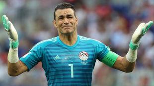 El-Hadary se despide con lágrimas tras la eliminación de Egipto.