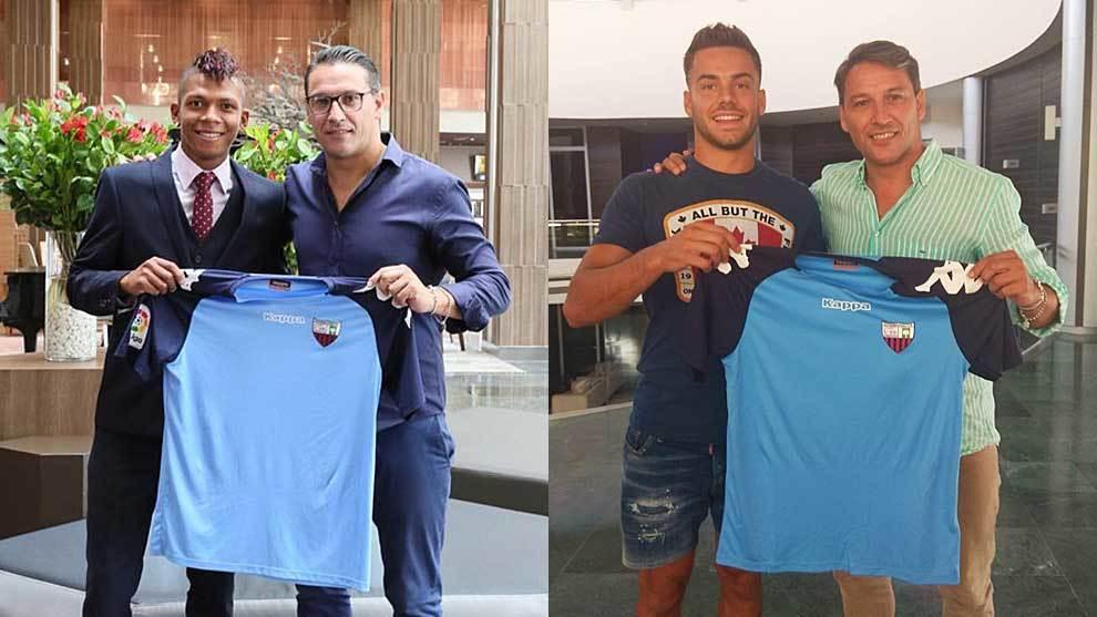 Billy Arce y Álvaro Fernández posan con sus nuevas camisetas