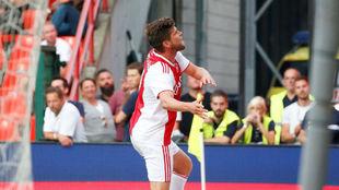 Huntelaar celebra su gol en Lieja.