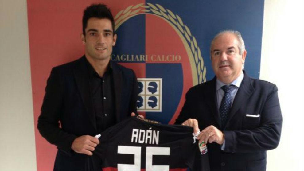 Adán durante su presentación con el Cagliari