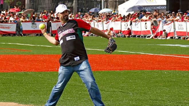 Loaiza realiza un lanzamiento en el Home Run Derby 2015 de la Ciudad...
