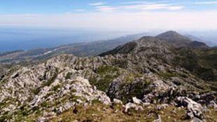 Una vista del Pico Turbina en la sierra del Cuera (Principado de...
