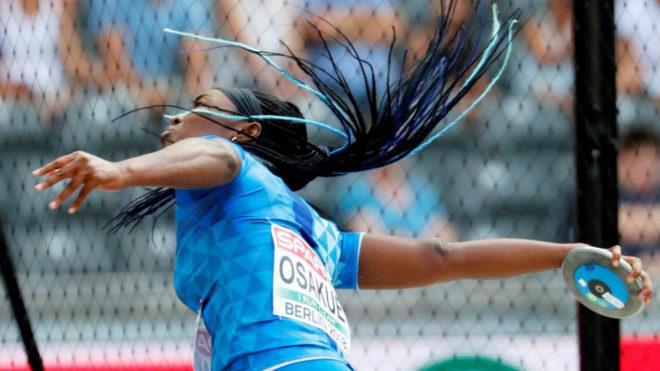 Daisy Osakue durante uno de sus lanzamientos en Berlín.