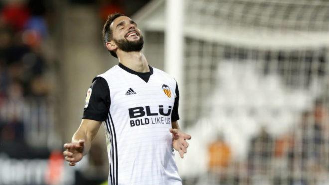 Martín Montoya, durante un partido con el Valencia.