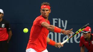 Rafael Nadal, en acción en su partido de debut en Toronto ante Benoit...