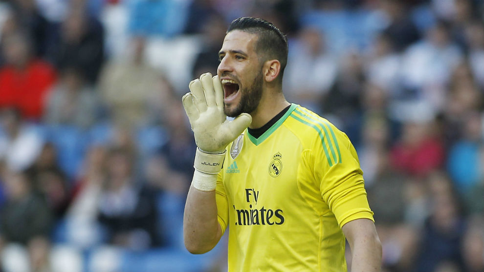 Casilla gives orders during a match with Madrid.