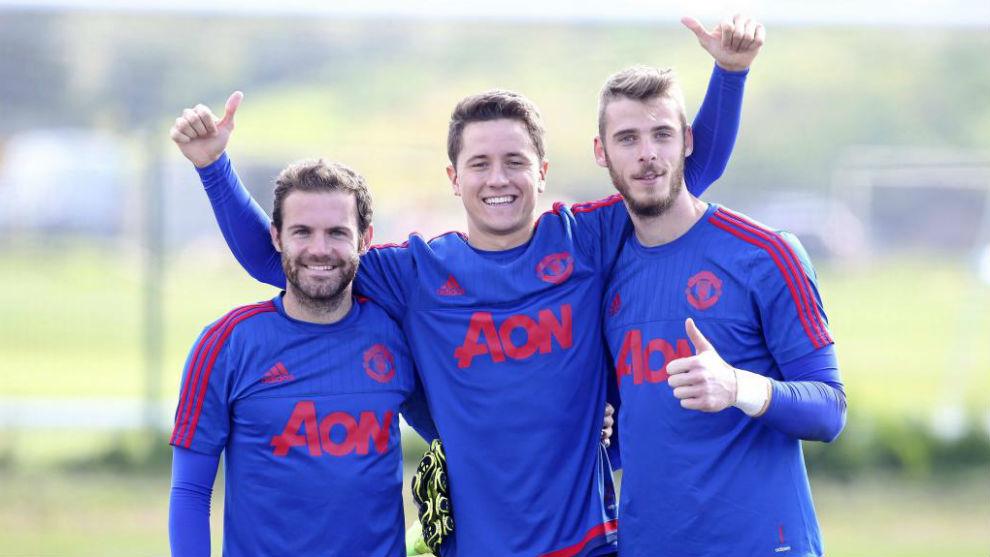 Mata, Ander Herrera y De Gea en un entrenamiento del United.