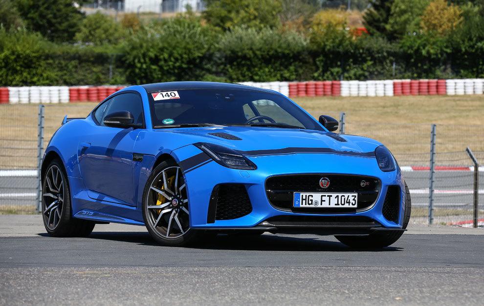 Más deportivo aún, el Jaguar F-Type SVR tiene más caballos, mejor...