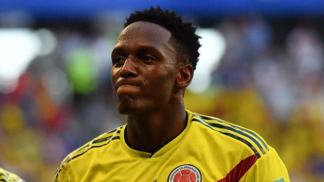 Yerry Mina celebrates with Davinson Sanchez after scoring against...
