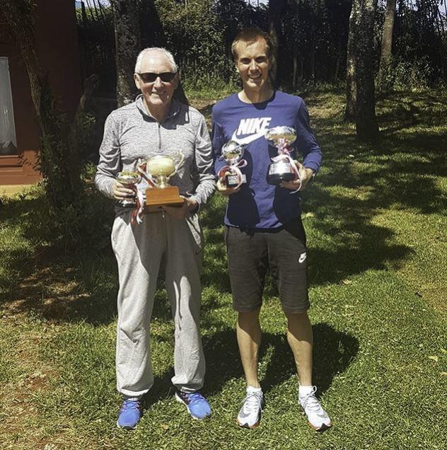 Junto a Renato Canova con el trofeo de Fukuoka.