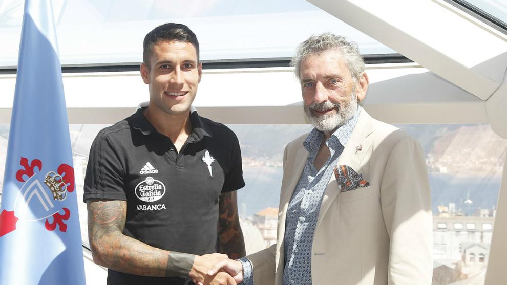 Hugo Mallo con el presidente Carlos Mouriño