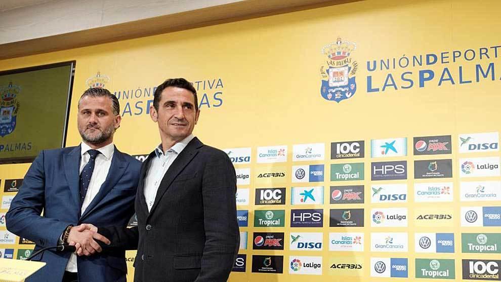 El secretario técnico Toni Otero junto a Manolo Jiménez, el día de...