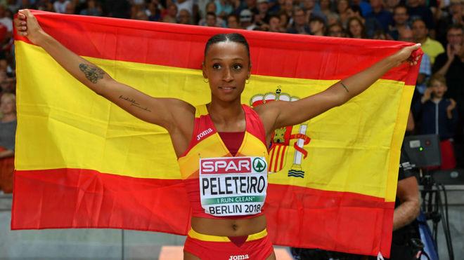 Ana Peleteiro celebra el bronce tras la final de triple