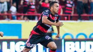 Omar Mendoz, en un partido con Xolos de Tijuana
