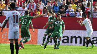 Pires celebra un gol en un Sevilla-Leganés.