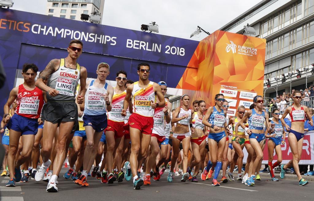 Salida conjunta de mujeres y hombres en los 20 kilómetros marcha.