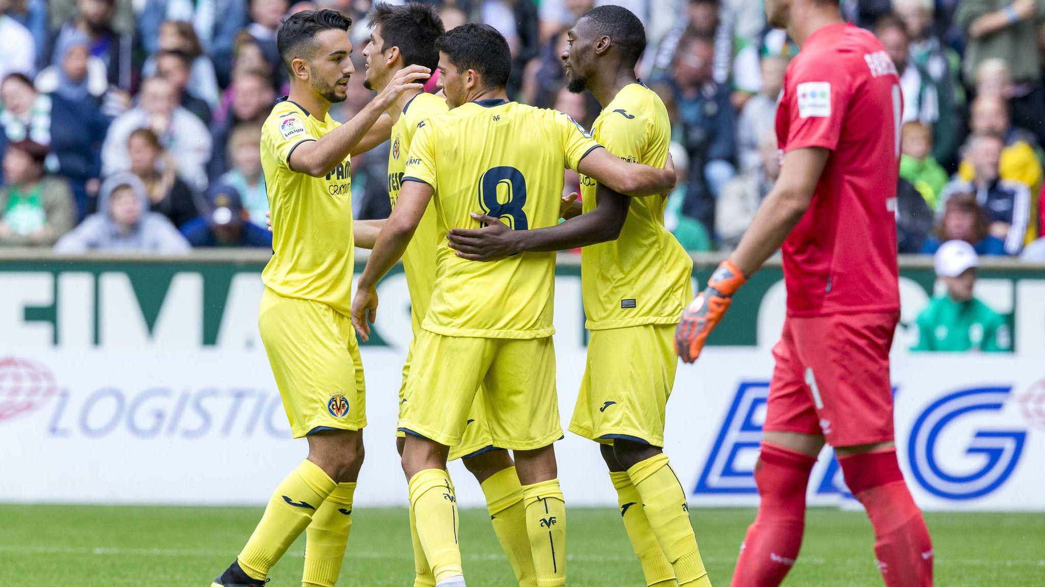 Jugadores del Villarreal celebran un gol ante el Werder Bremen.
